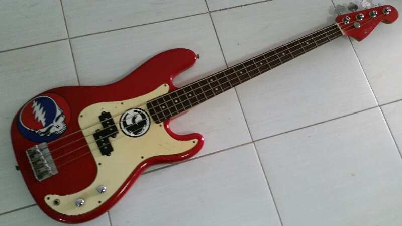 legend p bass red