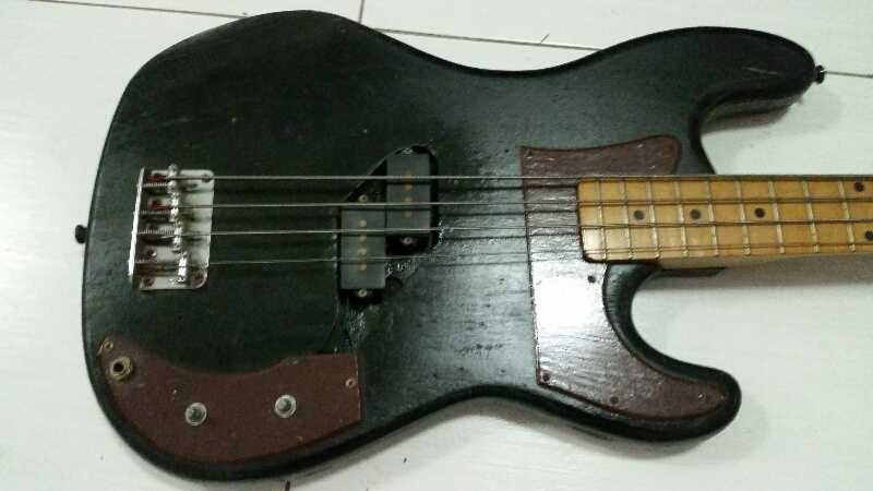 Holly P bass Vintage