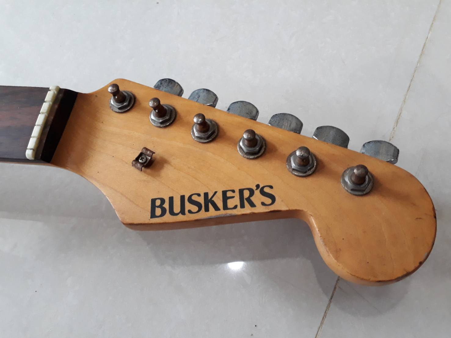 buskers strat red