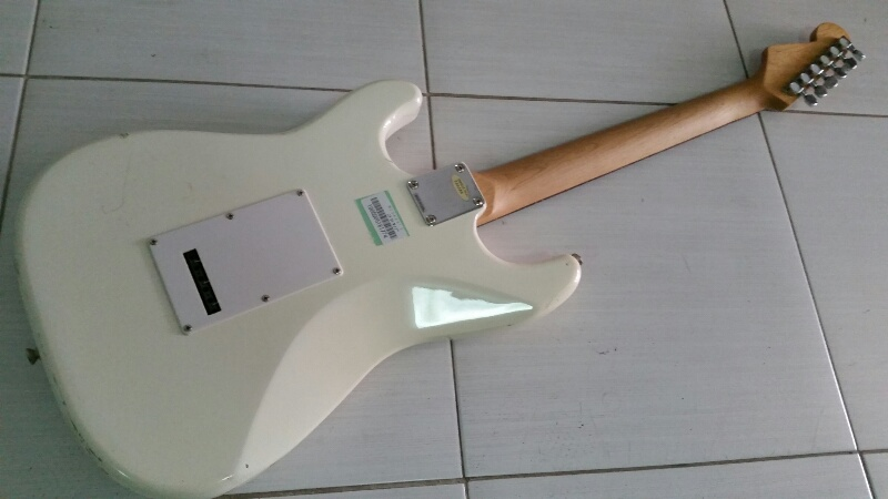 Photogenic Strat white